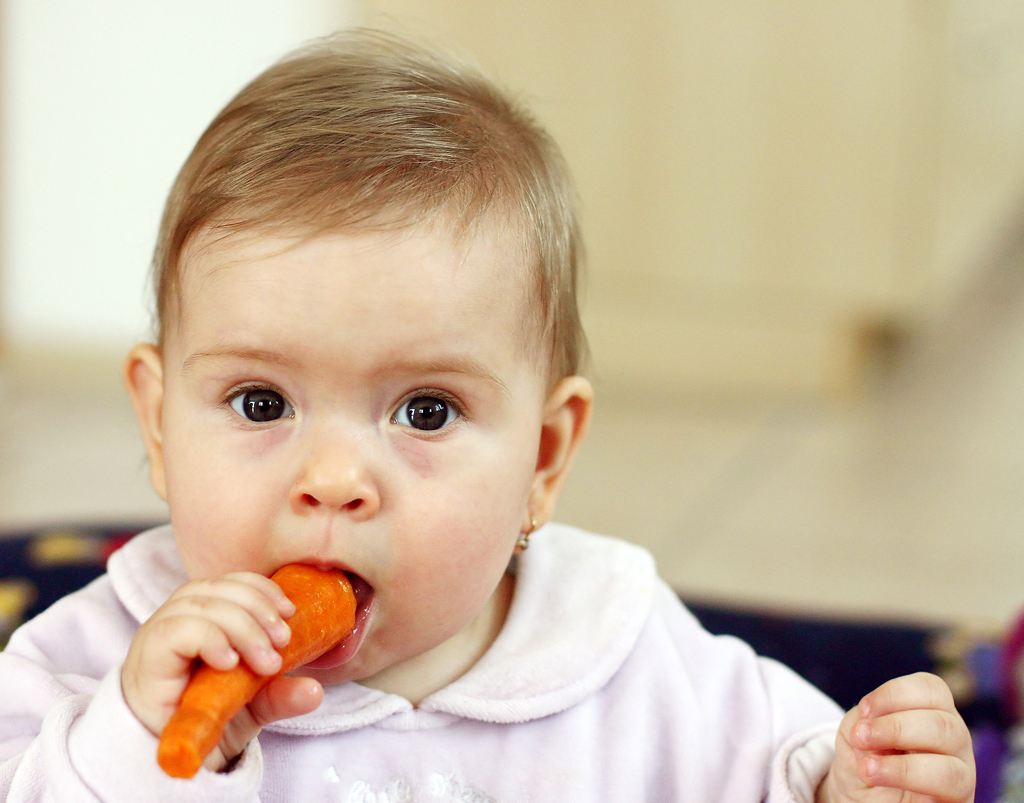 baby-eating-carrot