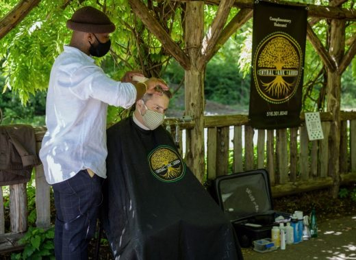 Herman James, un barbero en pleno Central Park